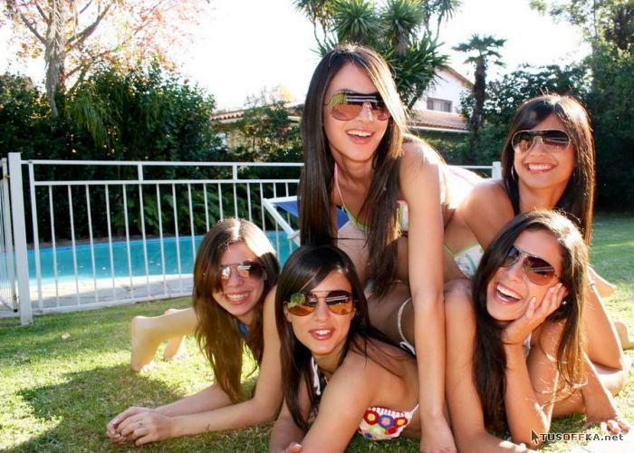 Фото девушек частное около бассейна эротические 27 фотография